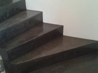 escalier béton ciré noir 900 grammes